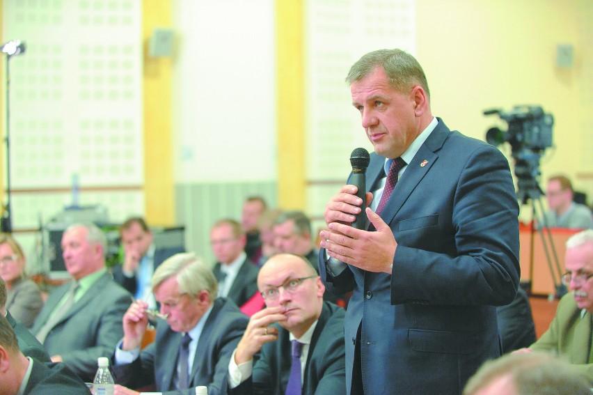 Która z gmin czy powiatów dostała dofinansowanie z Polski Wschodniej? – pytał Sławomir Snarski, starosta bielski. I odpowiedział, wsparty chóralnie przez głosy z sali: Żadna.