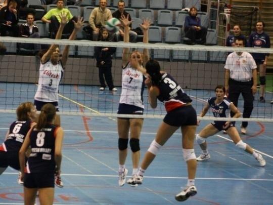 I liga siatkarek: Armatura Eliteski AZS UEK - Silesia Volley