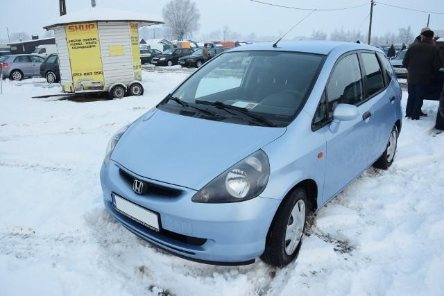 1. Honda Jazz. Silnik 1,4 benzyna, rok produkcji 2002, cena ok. 10000 zł.