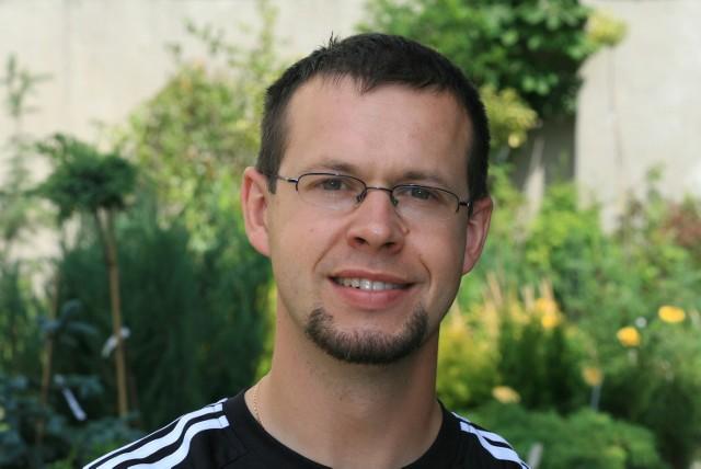 Piotr Gorzelak z Agrocentrum w Kielcach: - Kwiatom przede wszystkim trzeba często zmieniać wodę.