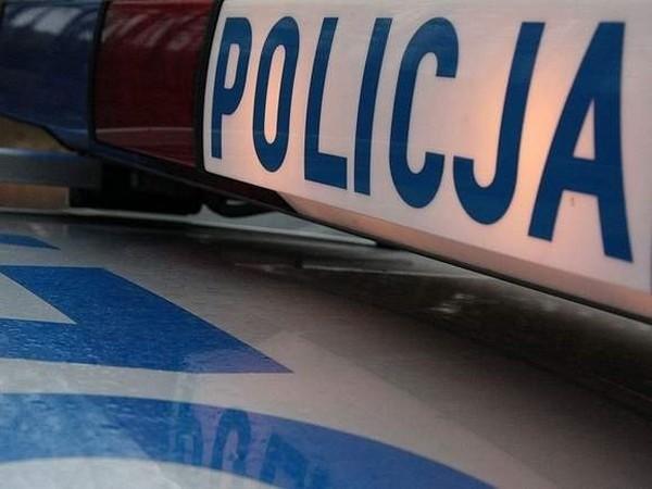 Policjanci z Sierakowa koło Międzychodu zatrzymali nastolatka, który zdemolował zaparkowanego na rynku osobowego mercedesa.