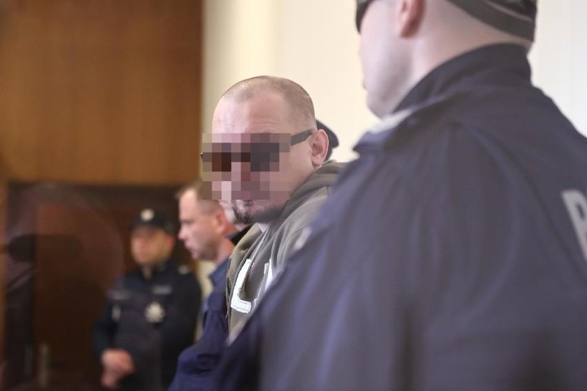 Prokurator domaga się dożywocia i kary 25 lat więzienia dla oskarżonych w tej sprawie
