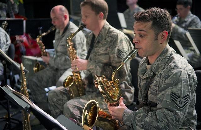"""Big Band Sił Powietrznych USA """"Ambassadors"""" to zespół jazzowy na stałe stacjonujący w Bazie Lotniczej Ramstein w Niemczech. 24 kwietnia 2018 r wystąpi w klubie Akcent w Grudziądzu"""