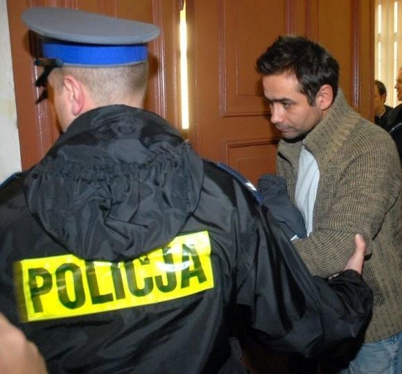 To zdjęcie zrobione podczas zatrzymania działacza. Dziś dawny Cezary A. stał się posłem Cezarym Atamańczukiem.