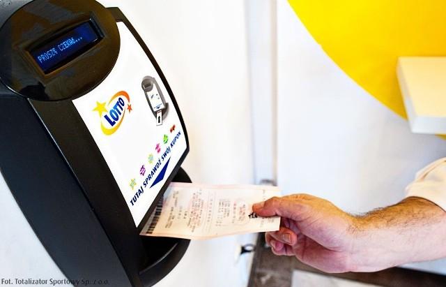 """We wtorkowym losowaniu Lotto (31 maja) w puli na """"szóstki"""" może się znaleźć nawet 35 000 000 zł!"""