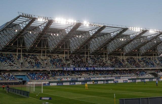 Rusza Euro 2020, ale w polskich ligach wciąż sezon trwa w najlepsze. Powoli dobiegają końca rozgrywki w wyższych ligach, ale w najbliższych weekend wciąż będzie wiele ciekawych i emocjonujących spotkań. Zapraszamy do Sportowego Rozkładu Jazdy. Szczegół na kolejnych slajdach galerii zdjęć.