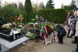 Kwiaty i znicze na grobach Andrzeja Białasa, Jacka Fisiaka, Jacka Łuczaka i innych znanych Wielkopolan na Junikowie [ZDJĘCIA]