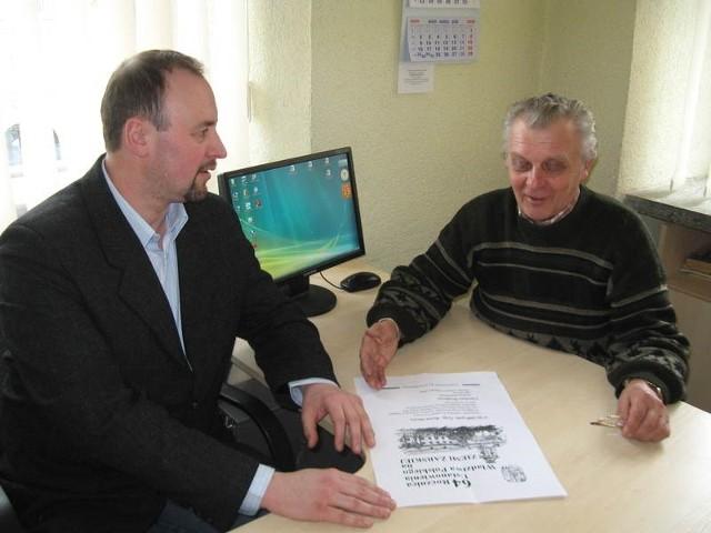 - Nowe określenie obchodów, umieszczone na plakacie, jest również nietrafne - mówią Paweł Skrzypczyński (z lewej) i Zenon Oleszewski.