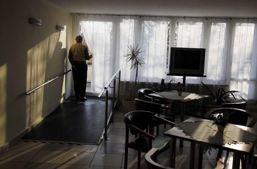 Seniorzy z DPS-u na Ugorach czują się bezsilni