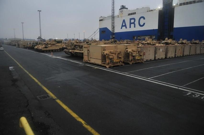 Do niemieckiego portu w Bremerhaven zawinęły trzy...