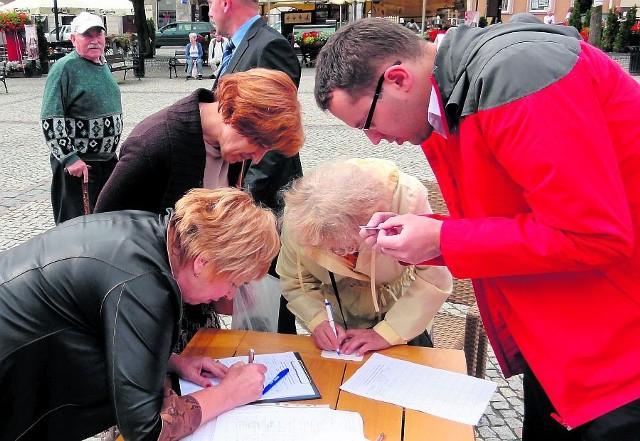 Mieszkańcy Kościerzyny od początku walczyli o Sąd Rejonowy. Na Rynku zorganizowano akcję zbierania podpisów.