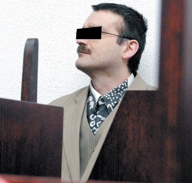 Piotr Axel P. w słupskim Sądzie Okręgowym prowadzony na ogłoszenie wyroku.
