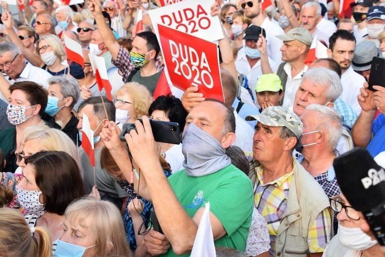 Białystok. Obnażył pierś nastolatki na wiecu wyborczym prezydenta Dudy. Sąd warunkowo umorzył postępowanie