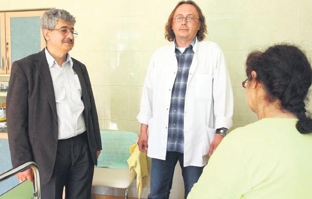 – Dążymy do kompleksowego leczenia pacjentów z chorobami wątroby, stąd postanowiliśmy zacząć wykonywać embolizacje – mówią dr n. med. Maciej Wrzesiński i ordynator dr Samir Zeair z Oddziału Chirurgii Ogólnej, Transplantacyjnej i Chirurgii Naczyniowej w szpitalu przy ul. Arkońskiej. – Nie powiedzieliśmy jeszcze jednak ostatniego słowa. Planów mamy wiele.