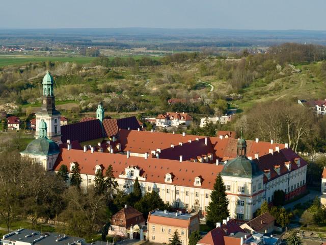 Zobacz na kolejnych slajdach zdjęcia Dolnego Śląska z lotu ptaka - posługuj się myszką, klawiszami strzałek na klawiaturze lub gestami