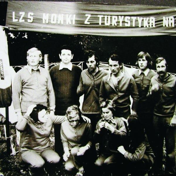 Zapaśnik z Moniek Wiesław Roszko (pierwszy z lewej)