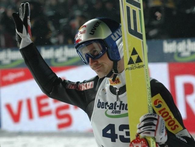 Adam Małysz podczas kwalifikacji skakał bardzo dobrze.