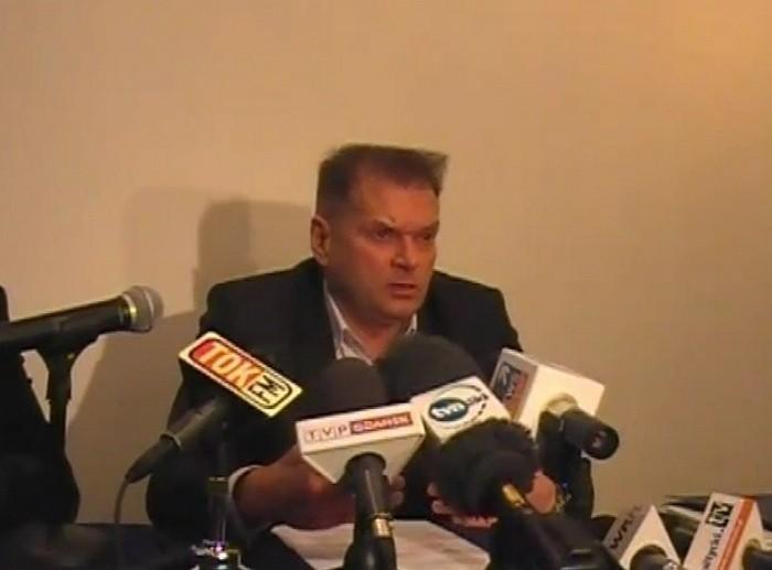 Detektyw Rutkowski podczas konferencji prasowej w sprawie zaginięcia Iwony Wieczorek