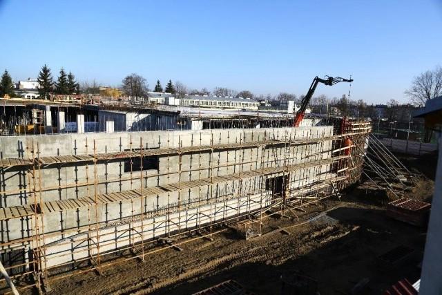 Galeria Królewska, która budowana jest  w Sandomierzu będzie największym obiektem handlowym w tym mieście. Zgodnie z planem będzie gotowa jeszcze w tym roku.