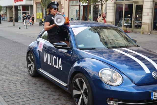 Rajd Arabela Rally w 2021 roku odbył się pod hasłem PRL! W rajdzie samochodowym udział wzięło 125 kobiet. Organizatorka imprezy Joanna Madej mówi, że zabawa była przednia jak na koloniach!