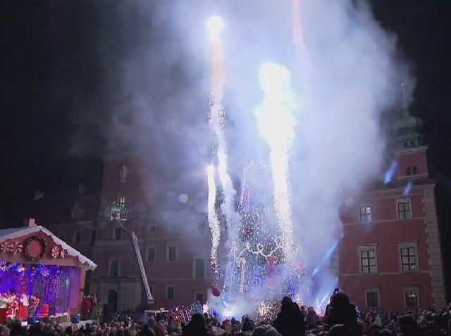 W Warszawie rozbłysła ogromna choinka, a także mnóstwo dekoracji wzdłuż Traktu Królewskiego