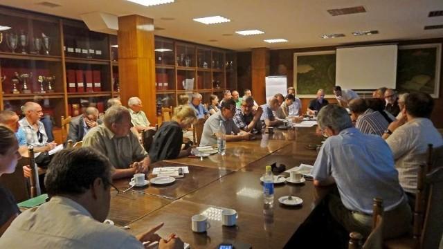 Poniedziałkowe posiedzenie komisji sportu odbyło się w Hotelu Olimp na Golęcinie. Wzięli w nim udział radni, urzędnicy, radni osiedlowi, przedstawiciele POSiR i organizacji sportowych