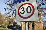 Strefa tempo 30. Coraz więcej całych miast z ograniczeniem prędkości