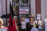Pracownice żłobków protestowały przed Urzędem Miasta Poznania. Domagają się zakazu dyskryminacji oraz podwyżki płac o 1250 zł