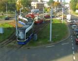 Na rondzie Fordońskim w Bydgoszczy wykoleił się tramwaj. A potem znowu!