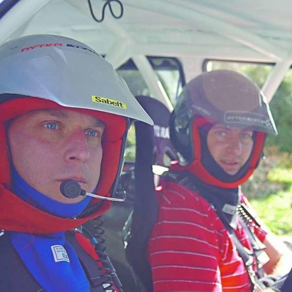 Pilot Maciej Gleixner (z lewej) startował już z Pawłem Dytko na wielu imprezach. Wczoraj zaczęli razem walkę o jak najlepszy wynik w rajdzie rzeszowskim.