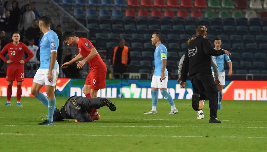 Wielki skandal w meczu Polski z Izraelem, kibice wtargnęli na boisko w Jerozolimie (zdjęcia)