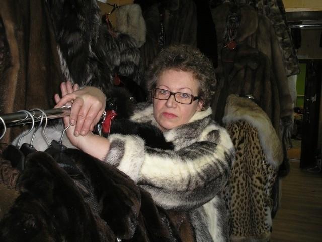 – Gdy komornicy chcieli zabrać futra moich klientów, uczepiłam się wieszaka i nie dałam się oderwać – opowiada Teresa Klimczak.