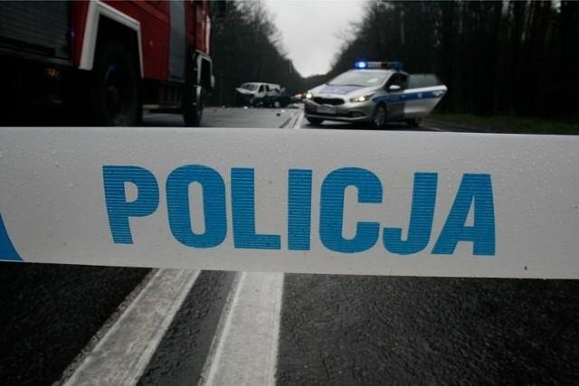 Policja bada okoliczności zderzenia skutera z samochodem osobowym w Krakowie