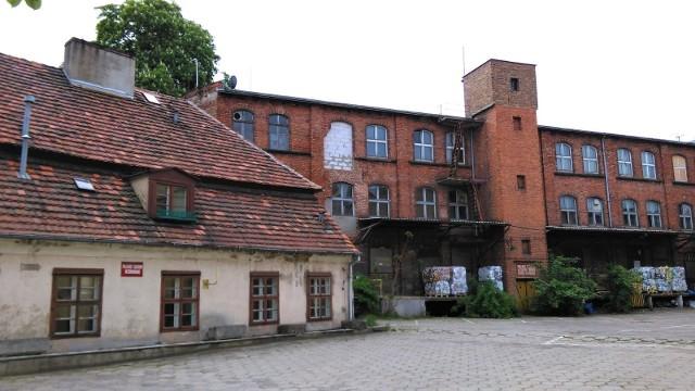 Uniwersytet Artystyczny zagospodaruje Starą Papiernię i dworek przy Szyperskiej.Przejdź do kolejnego zdjęcia --->
