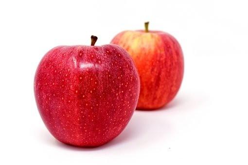 Amerykańska organizacja non-profit Environmental Working Group (EWG) rokrocznie publikuje ranking produktów, zawierających najwięcej pestycydów – tzw. parszywą dwunastkę. W roku 2017 na czele niechlubnego rankingu znalazły truskawki, szpinak, nektarynki, jabłka i brzoskwinie