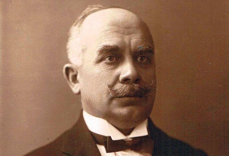 Portret Bolesława Szymańskiego.Fotografię tę wykorzystano do pamiątkowego tableau pierwszego samorządu białostockiego wybranego we wrześniu 1919 r.