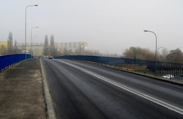 Tydzień ma trwać odnawianie nawierzchni na wiadukcie na ul. Kurlandzkiej