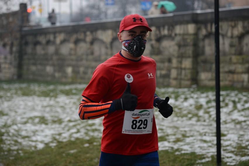 Czy trzeba biegać w maseczce? Jakie ograniczenia dla sportowców w strefie żółtej i czerwonej.