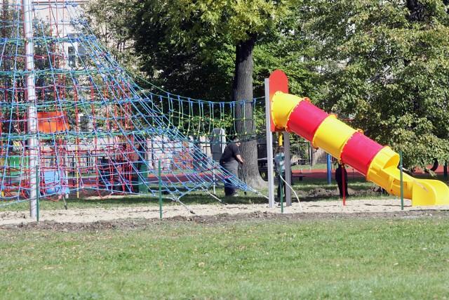 Pierwsze wnioski już zostały złożone. Dużo jest projektów związanych z terenami zielonymi we Wrocławiu i ich zagospodarowaniem. Choćby na place zabaw dla dzieci.
