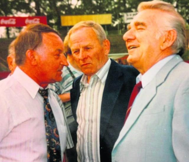 Jerzy Wieteski (pierwszy z lewej), w towarzystwie Henryka Szymborskiego i Henryka Szczepańskiego w 1998 roku.