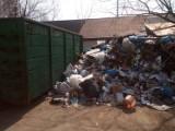 Na placu przy MPO Sokółka śmieci może i leżą, ale prezes zapewnia, że to zgodne z prawem