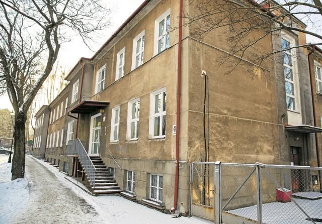 W latach 1949-1953 częściowo zniszczony budynek przebudowano i dostosowano do potrzeb Państwowego Liceum Budowlanego