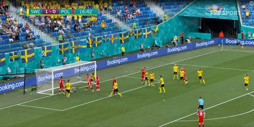Euro 2020. Mecz Polska - Szwecja. Jak to nie wpadło?! Dwie poprzeczki Lewandowskiego w jednej akcji [WIDEO]