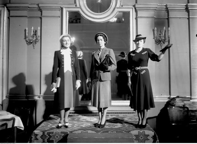 Marzec 1938 - pokaz mody w Grand Hotelu w Krakowie, od lewej: Czaplicka, Maronówna, Staszkiewiczówna