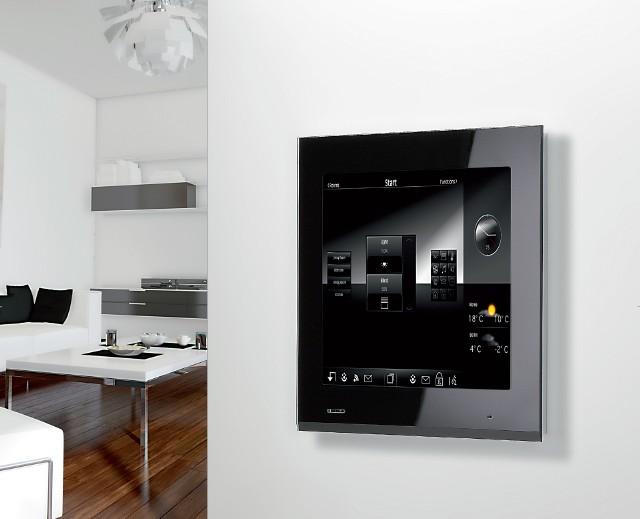 Ekran dotykowyPanel sterujący instalacjami w domu ma panel dotykowy