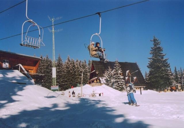 Zdjęcie powyżej wykonano w 1995 roku czyli ostatniej zimy, której z Butorowego Wierchu w Kościelisku zjechali narciarze czy snowboardziści. Później stok ze względu na problem z właścicielami działek został zamknięty. Tak jest niestety do dziś