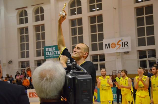 Maciej Klima karierę w Sokole rozpoczął w sezonie 2005/2006. Przerwę od występów w Łańcucie zrobił sobie tylko w rozgrywkach 2008/2009 oraz 2009/2010, gdy był zawodnikiem Stali Stalowa Wola. Trudno więc się dziwić, że teraz ciężko wyobrazić sobie łańcucką ekipę bez jej kapitana, który przez tyle lat był wyróżniającą się postacią tego teamu.