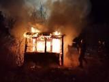 W Wierzbicy doszczętnie spłonęła w nocy altanka. Ogień błyskawicznie strawił drewniany obiekt
