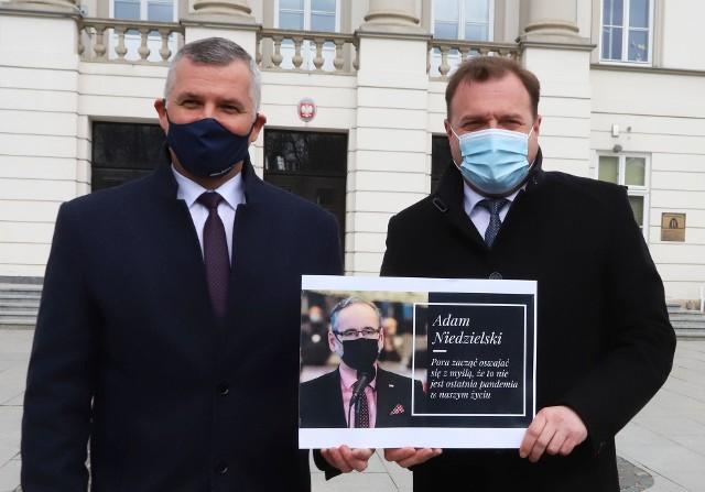 Wicemarszałek Rafał Rajkowski (z lewej) i prezydent Radosław Witkowski skomentowali decyzję o braku pieniędzy z Rządowego Funduszu Inwestycji Lokalnych.