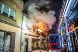 Nocny pożar kamienicy w Krotoszynie przy ul. Zdunowskiej. Ewakuowano mieszkańca [ZDJĘCIA]